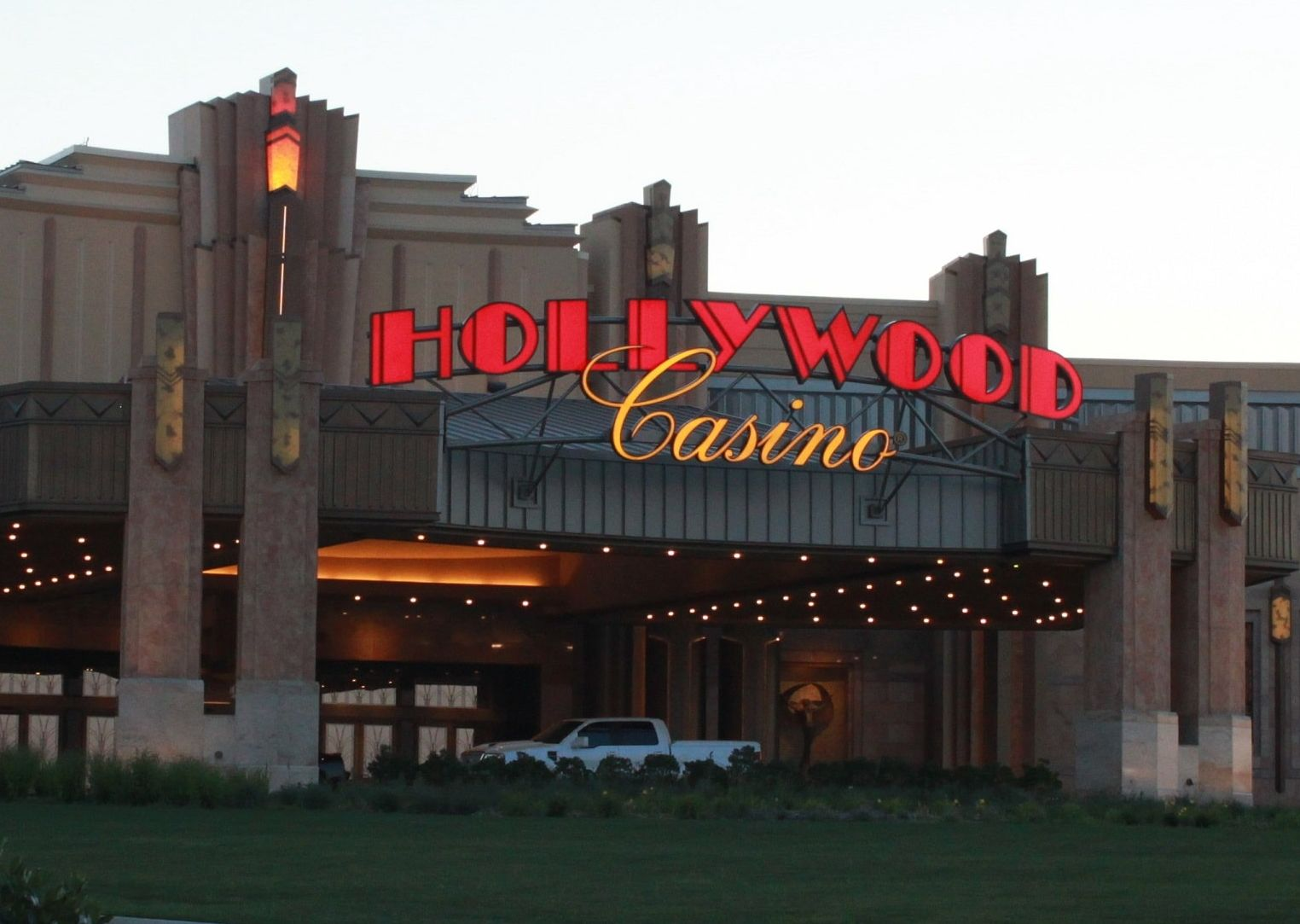 Hollywood casino phone number tip on slot machine
